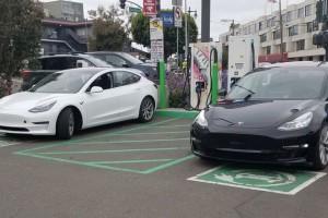 Цена на электромобили продолжает снижаться