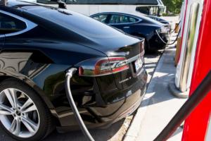 Переходим на газ - на станциях Supercharger от Tesla подорожала заправка электромобилей