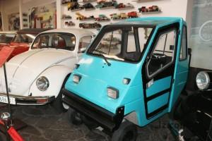 Самый крохотный в Украине ретро автомобиль: где такой увидеть?